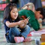 "Milena, 4 Jahre, ""Grüne Klasse (3-6-jährige), Montessori-Kindergarten und -Grundschule ""Kinderhaus Santa Maria Magdalena Postel"", Cochabamba, Departamento Cochabamba, Bolivien; Foto: Florian Kopp/SMMP"
