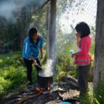 Zubereitung des gemeinsamen Mittagessens, Kinderheim Comunidad La Providencia, Catro Esquinas, Departamento Cochabamba, Bolivien; Foto: Florian Kopp/SMMP