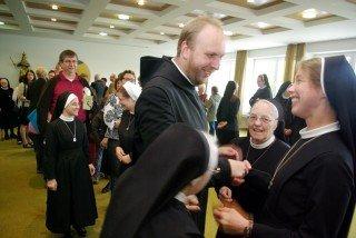 Nach der Feier gab es im Kapitelsaal Gelegenheit, Sr. Ruth zu gratulieren. Foto: SMMP/Bock