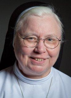 Schwester Maria Ignatia Langela leitet die Angebote für Gäste im Bergkloster Bestwig. Foto: SMMP/Beer
