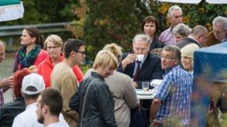 Viel Betrieb herrschte an den Kuchen-, Würstchen- und Getränkeständen. Foto: SMMP/Bock