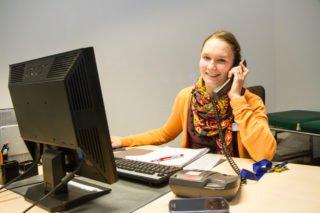 Sarah Grams arbeitet als Mitarbeitersekretärin an wechselnden Tagen in der Hufeland-Klinik und im Marienkrankenhaus. Foto: SMMP/Bock