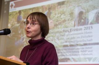 Missionsprokuratorin Schwester Klara Maria Breuer begrüßt die Besucher und die Referenten des fünften Missionarischen Forums. Foto: SMMP/Bock