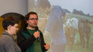 Anja und Marius Pötting stellen ihren Bio-Bauernhof vor. Foto: SMMP/Bock