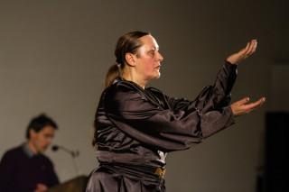 Kersten Elisabeth Pfaff tanzte, Oliver Avianus sprach die Texte. Foto: SMMP/Ulrich Bock