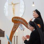 Orgel, Harfe, Flöte, Keyboard, Gitarre und Percussion: Auch dieser Gottesdienst ist musikalisch liebevoll gestaltet. (Foto: SMMP/Beer)