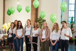 Im Aussendungsgottesdienst stellen die jungen MaZ ihre Einsatzländer und -aufgaben vor. Diese acht gehen nach Brasilien. Foto: SMMP/Bock