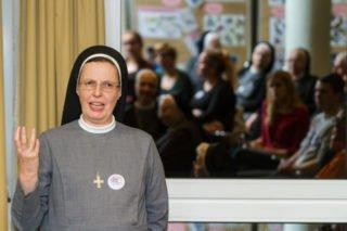 Generaloberin Schwester Maria Thoma Dikow fragt nach der sprituellen Dimension des Auslandsdienstes. Foto: SMMP/Ulrich Bock