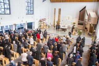 Der Kirchenraum ist gut gefüllt. Foto: SMMP/Ulrich Bock