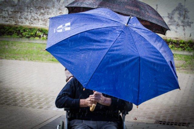 Sturzregen und Überflutungen im Frühjahr auf der einen Seite - ein endlos langer, trockener Sommer auf der anderen. Auch Deutschland hat 2018 Wetterextreme erlebt, die nachdenklich machen. Foto: SMMP/Ulrich Bock