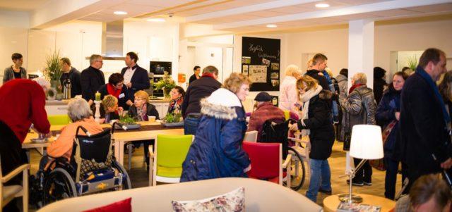 Westerholt will mal kucken: Beim ersten Tag der offenen Tür der neuen Senioren-Wohngemeinschaften St. Martinus war das Haus voll. (Foto: SMMP/Beer)
