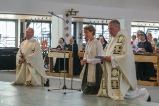 """""""Ich bin bereit"""", antwortet Schwester Ruth auf die Fragen des Zelebranten. Foto: SMMP/Ulrich Bock"""