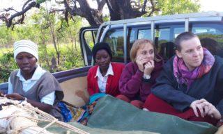 Abfahrt nach Nipepe: Auch die beiden Missionarinnen auf zeit sind mit dabei. Foto: Sr. Theresia Lehmeier/SMMP