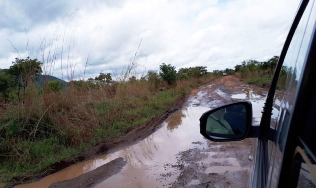 Die Straßen sind schwer befahrbar. Der nächtliche Regen hat einiges angerichtet. Foto: Sr. Theresia Lehmeier/SMMP