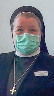 Schwester Bernadette Maria Blommel mit Nase-Mund-Schutz. Foto: Sophie Meinke