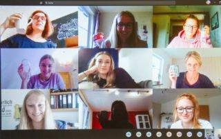 Hoch die Tassen: Zum Abschluss vor der vierwöchigen Sommerpause treffen sich die Klassen der Bildungsakademie im digitalen Klassenzimmer zu einem Austausch. Foto: Ulrich Bock/SMMP