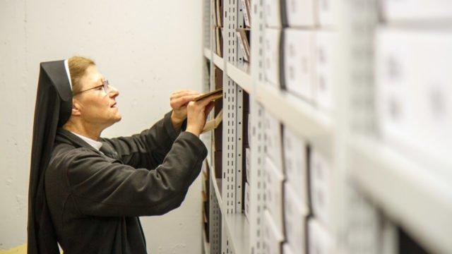Die Lebensläufe von 2000 Ordensschwestern aus den vergangenen 159 Jahren sind in dem Archiv im Bergkloster Bestwig abgelegt. Foto: SMMP/Ulrich Bock