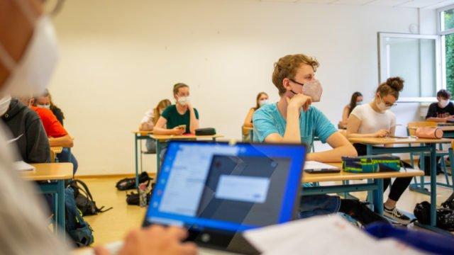 Ob im Distanzunterricht oder im Präsenzunterricht mit Abstand und Maske: Die Möglichkeiten des digitalen Lernens bereichern den Schulalltag immer mehr.