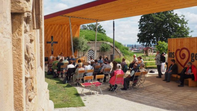 Die Meditationen und Gebetszeiten am Kirchenpavollon in Erfurt werden gut angenommen. Foto: SMMP/Sr. Maria Thoma Dikow